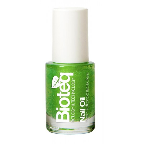 Nail oil with microcapsules